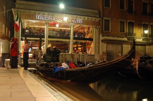 Hard_Rock_Cafe,_Venice_@_Night_(3501014920)